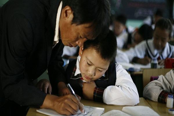 """""""Giáo viên xuất sắc nhất thế giới"""" cho rằng các quốc gia nên học tập Trung Quốc"""