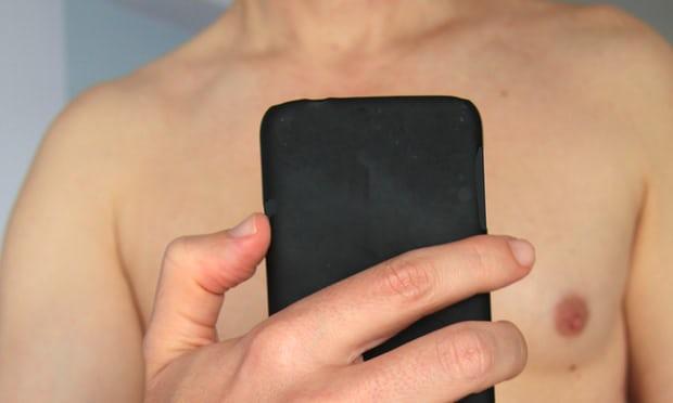 Có nên tin tưởng và gửi Facebook tất cả các bức ảnh khỏa thân của bạn?