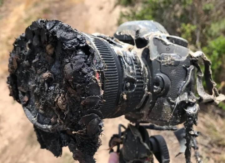 Đừng dại ở quá gần bệ phóng tên lửa nếu không muốn giống chiếc máy ảnh xấu số này