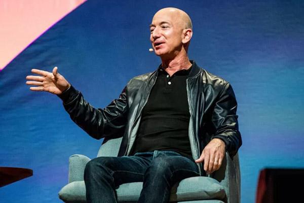 Jeff Bezos chia sẻ về kế hoạch biến Blue Origin thành Amazon của Mặt Trăng