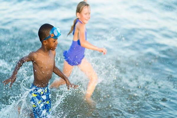 Bạn cần làm gì để đảm bảo an toàn khi đi bơi?