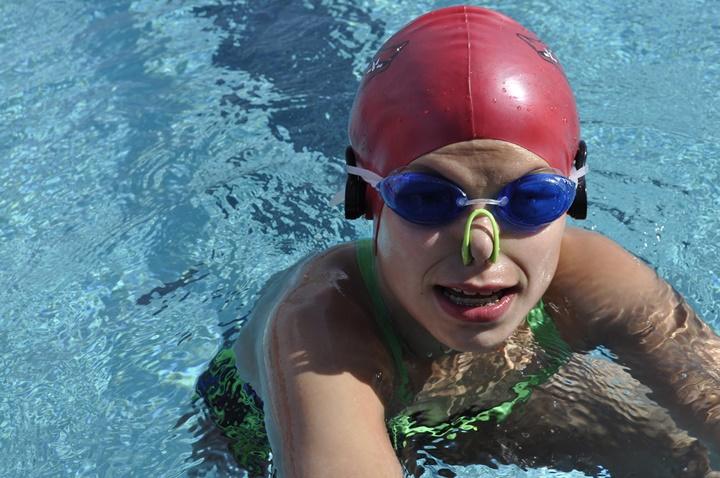 Hãy thực hiện các bước sau để an toàn khi bơi
