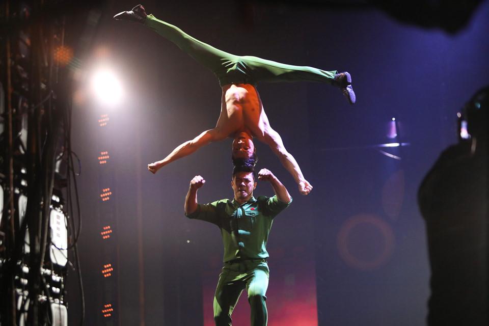 """""""Cú nhảy chí mạng"""" của Quốc Cơ, Quốc Nghiệp tại Chung Kết Britain's Got Talent 2018"""