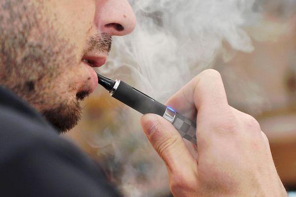 """Tỷ lệ hút thuốc tăng trở lại do xu hướng """"bình thường hóa"""" thuốc lá điện tử?"""