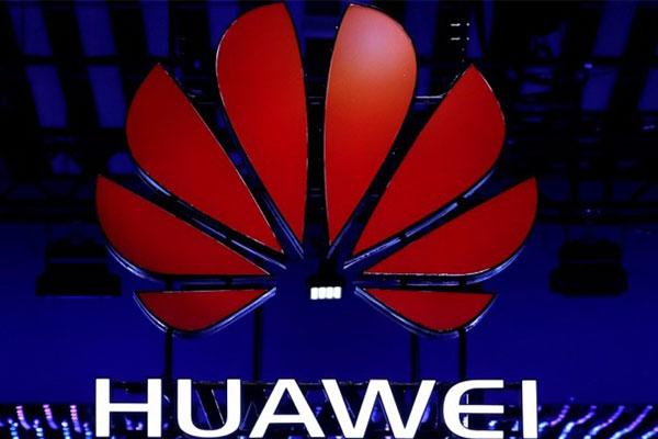 """Huawei tuyên bố không dùng dữ liệu Facebook """"biếu"""""""