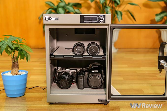 Trên tay tủ chống ẩm Nikatei NC-30S Silver Plus: màu lạ, điều khiển điện tử, bảo hành 5 năm