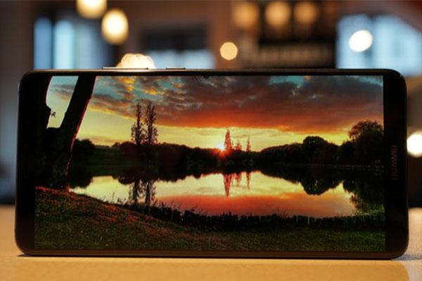 Huawei sắp ra smartphone màn hình đến 6.9 inch
