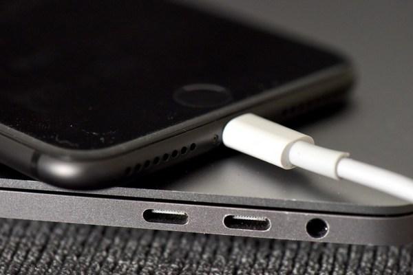 """iOS 11.4 gặp lỗi """"tụt pin"""", tất cả iPhone đều bị ảnh hưởng sau khi nâng cấp"""