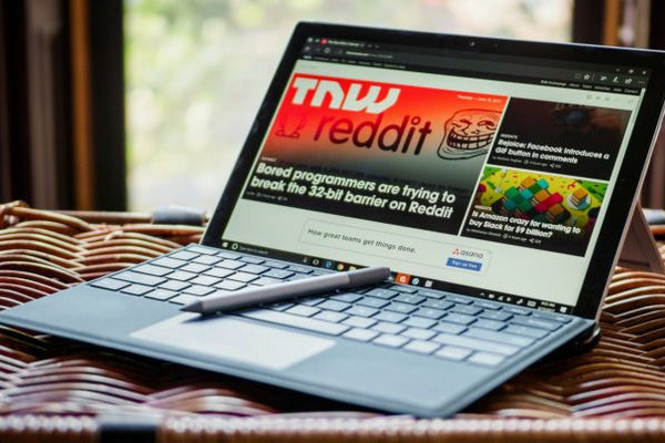 """Microsoft muốn """"đấu"""" với Google trong lĩnh vực giáo dục bằng bản Surface giá rẻ"""