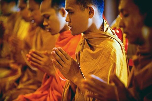Nghiên cứu: Người theo tôn giáo thọ hơn 4 năm so với người vô thần
