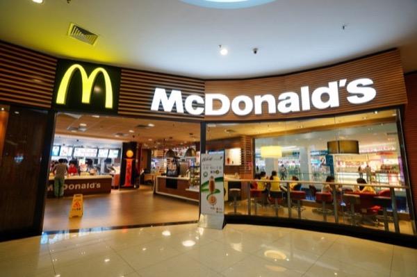 McDonald's sắp bỏ ống hút nhựa, chuyển sang giấy