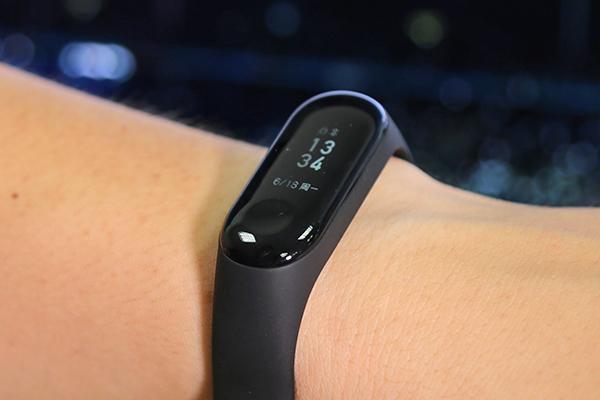 Đánh giá nhanh vòng đeo thông minh Xiaomi Mi Band 3 xách tay