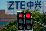 Cổ phiếu ZTE giảm 25% giá trị sau khi Thượng viện Mỹ quyết tâm khôi phục lệnh cấm