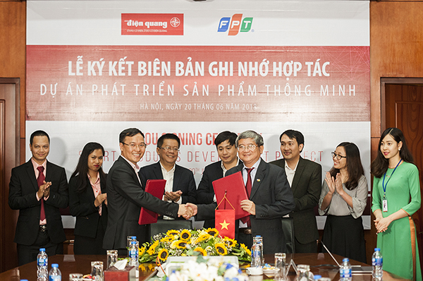 Điện Quang bắt tay FPT sản xuất đèn thông minh, cuối năm ra sản phẩm