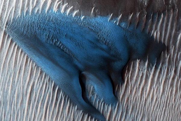NASA công bố ảnh chụp đụn cát xanh trên sao Hỏa