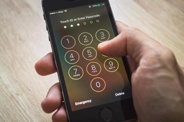 """Một hacker đã tìm ra được cách """"brute force"""" mã khóa iPhone"""
