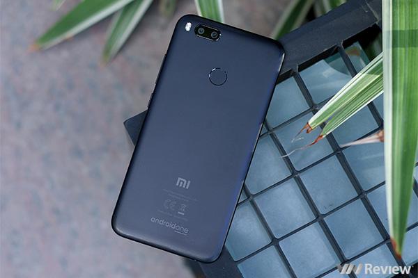 5 smartphone tầm trung đời cũ đến giờ vẫn đáng mua