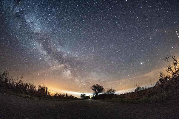 """Chúng ta có """"cô đơn"""" trong vũ trụ rộng lớn này?"""