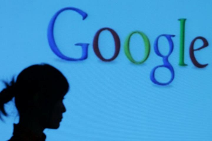"""Facebook, Google và Microsoft lợi dụng mánh khóe thiết kế để dụ người dùng """"dâng"""" dữ liệu cá nhân"""