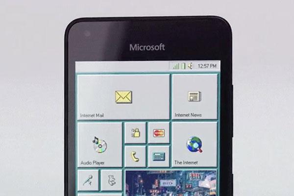 Fan Windows Mobile không còn nhưng chắc vẫn có người sẽ thích chiếc Windows 95 Phone này
