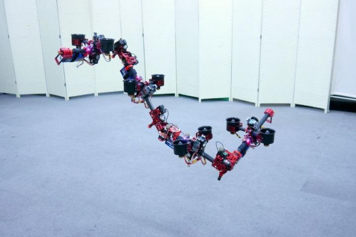 """Người Nhật chế tạo thành công drone """"rồng"""" có khả năng """"biến hình"""" khi đang bay"""