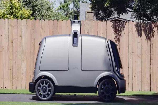 """Chiếc xe giao hàng tự động này sẽ """"hi sinh thân mình"""" để cứu người đi đường"""