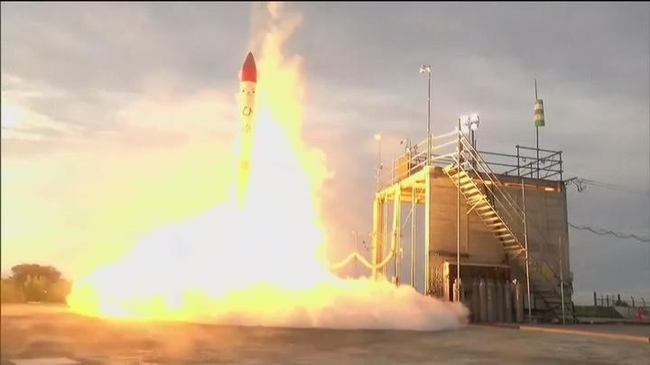 Tên lửa phát nổ và lao xuống chỉ vài giây sau khi cất cánh tại Nhật Bản