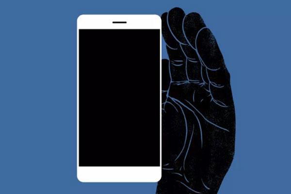"""Smartphone không """"nghe lén"""" bạn, nhưng """"xem lén"""" màn hình thì có"""