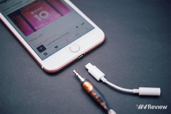 Bạn sẽ không thể tin được adapter Lightning sang 3.5mm của Apple bán chạy đến mức này