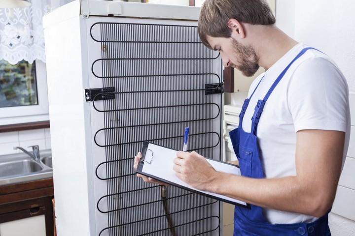 sử lý tủ lạnh chay nước