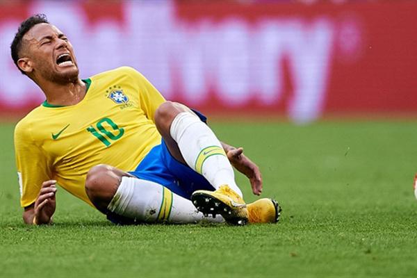 Chết cười với clip chế pha ăn vạ kinh điển của Neymar