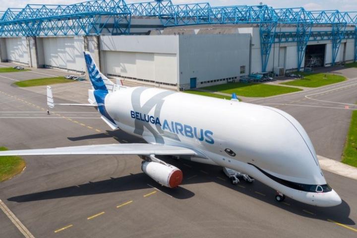 Airbus giới thiệu máy bay vận tải khổng lồ hình... cá voi