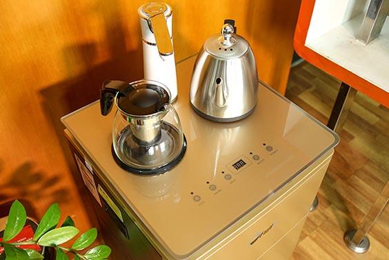 Trên tay cây nước nóng lạnh FujiE WD3000E: tích hợp ấm siêu tốc, giá 2,9 triệu đồng