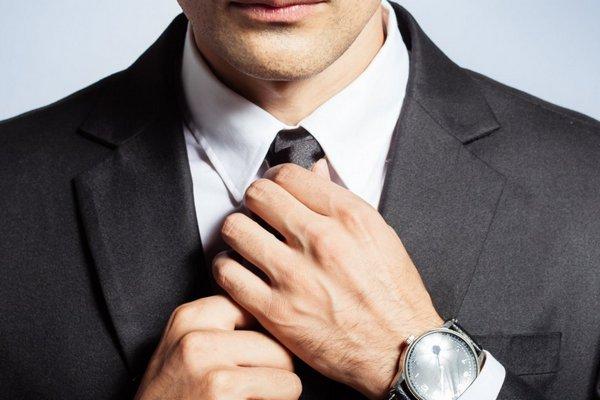 Nghiên cứu: Đeo cà vạt quá chặt và quá lâu làm giảm lượng máu cung cấp tới não bộ