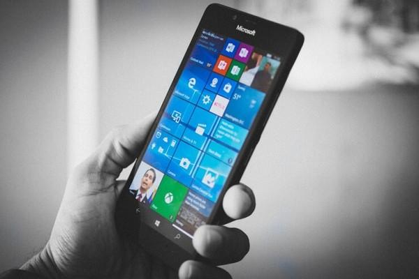 Sếp Microsoft tái khẳng định sẽ không có Surface Phone trong tương lai