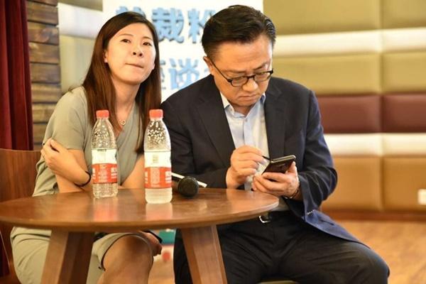 CEO Samsung bị bắt gặp sử dụng Galaxy Note 9 tại nơi công cộng