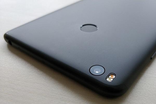 Xiaomi hé lộ mặt trước và dung lượng pin của Mi Max 3 trong teaser mới