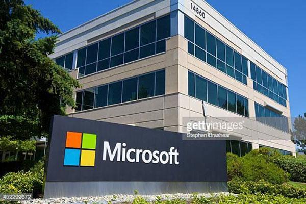 Lần đầu tiên doanh thu Microsoft vượt mốc 100 tỷ USD