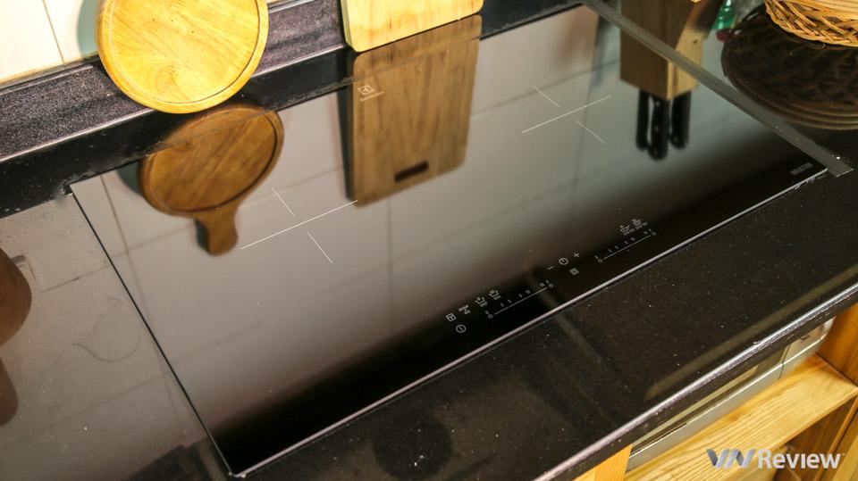 Đánh giá bếp từ Electrolux EHI7280BA: Chế độ nấu phong phú, điều chỉnh nhiệt lượng chỉ 1 chạm
