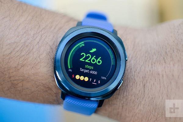 Galaxy Watch bất ngờ lộ diện trên website của Samsung