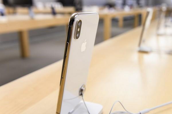 Ngay cả khi là hàng thanh lý, đã qua sử dụng, iPhone X vẫn có giá rất đắt tại Mỹ