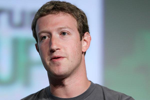 """90 phút """"ác mộng"""" của Facebook: Giá trị vốn hóa giảm 150 tỷ USD, Mark Zuckerberg mất 16,8 tỷ USD"""