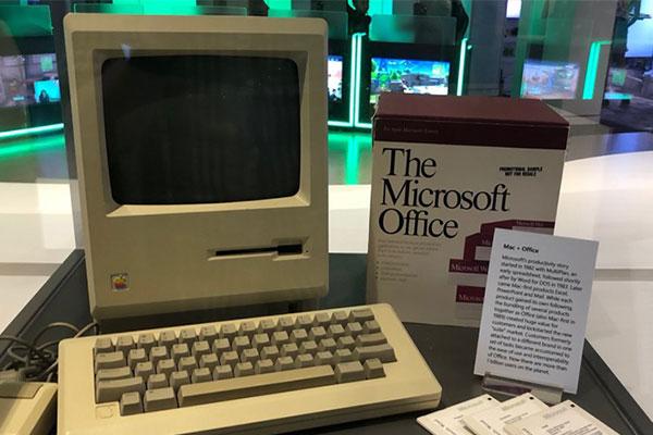 Câu chuyện đằng sau chiếc Macintosh được trưng bày trong trụ sở Microsoft