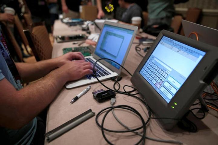 Hacker đột nhập vào máy bỏ phiếu suốt vòng 2 giờ tại hội nghị Defcon