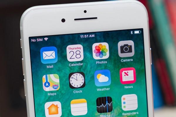 """Apple sẽ khiến iPhone LCD giá rẻ có viền màn hình """"tàng hình"""" như thế nào?"""