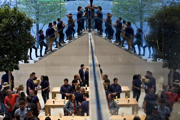 """Giá iPhone sắp """"chạm nóc"""", Apple sẽ chọn gì làm """"đầu tàu"""" mới thúc đẩy kinh doanh?"""