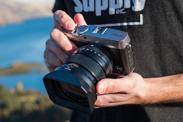 Máy ảnh mirrorless là gì? Nó khác biệt như thế nào so với DSLR?