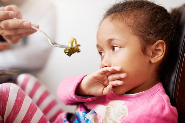 Nghiên cứu: Lý do bố mẹ không nên ép con trẻ ăn thức ăn mà chúng không muốn