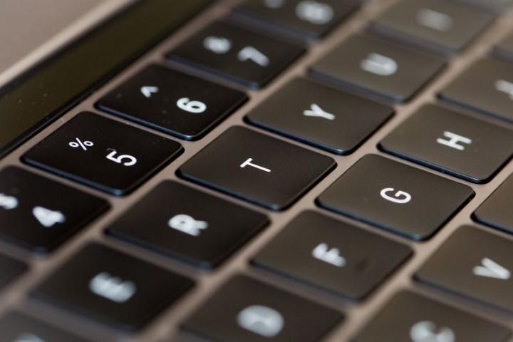 Macbook có thể không có màn hình cảm ứng, nhưng lại có...bàn phím ảo
