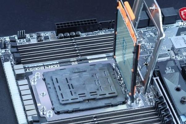 """""""Quái vật hiệu năng"""" Ryzen Threadripper 32 nhân mới của AMD có giá lên đến 1800 USD"""